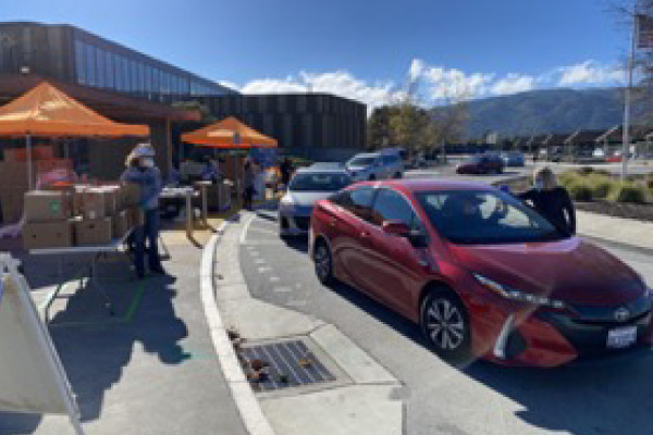 Students pick up food on West Valley campus