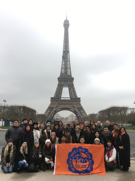 Study Abroad Students in front of the Eiffel Tower